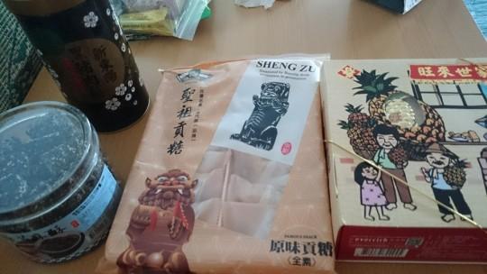 台湾人カップルがお土産を大量に持って来てくれたので紹介します!