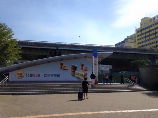 MRT高雄駅