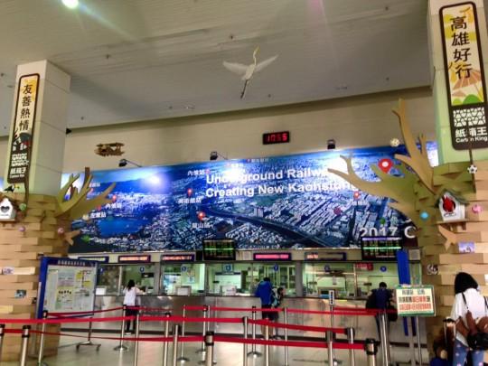 高雄から台南へのアクセス。特急列車「自強号」ですぐに到着!