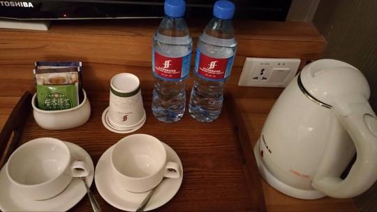 friends-yoyo-hotel11