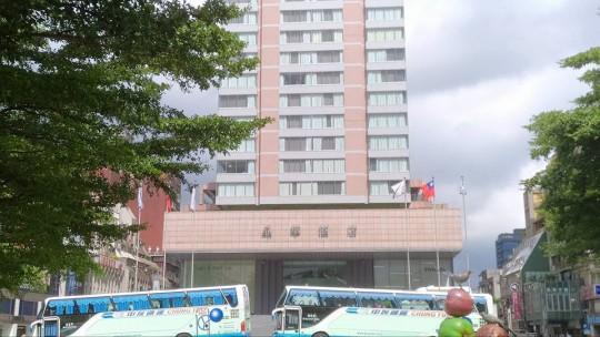 friends-yoyo-hotel19