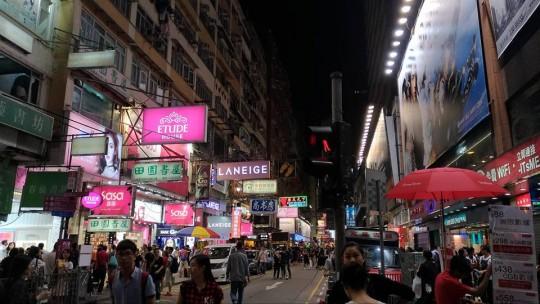 香港・旺角(モンコック)を歩く【買い物・朝食・スタバ・電気・屋台・デザート】