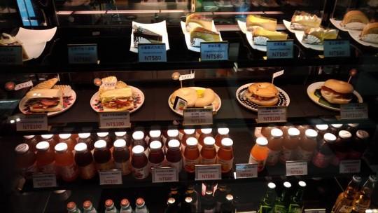 カインドネスホテル・カフェのデザートやジュース