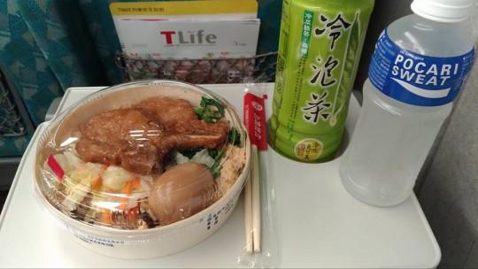 新幹線車内で食べる台鐵便當