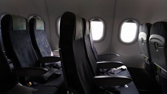 復路の隣は空席。後ろの方の席は空いていた。