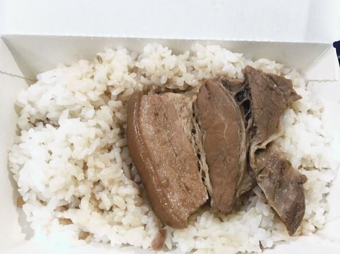 六合夜市 滷肉飯
